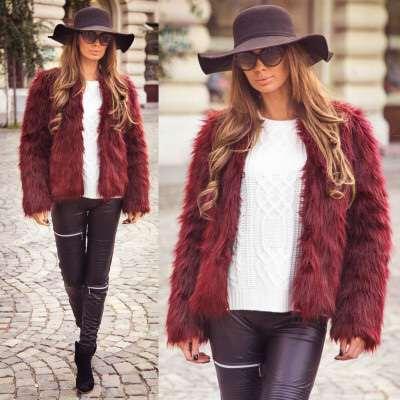 Vesta blana, la mare cautare printre fashioniste