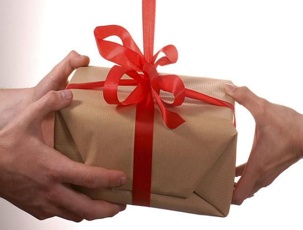 Să facem și altfel de cadouri!
