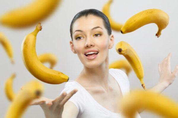 Coaja de banana poate albi dintii?
