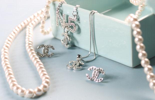 Cele mai frumoase bijuterii din argint pentru femei și 5 beneficii ale purtării lor
