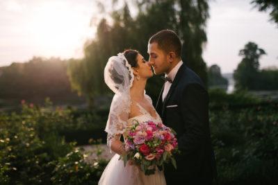 Cerintele minimela care sa raspunda un fotograf de nunti